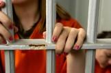 ragazza in cella
