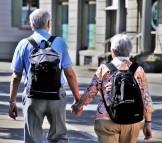 Anziani per mano