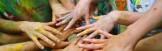 mani di ragazzi