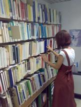 scaffali biblioteca