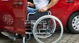 disabile accede alla sua auto