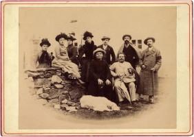 Nel 1889 al Piccolo S. Bernardo, il 26 luglio, con amici, fra i quali l'abate Chenoux che è seduto alla sua sinistra
