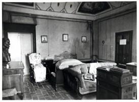 La camera da letto di Carducci a villa Pasolini