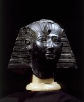 Testa di faraone con nemes: Thutmosis III