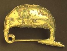 Fibula d'oro con decorazione a pulviscolo