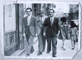 Antonio Rinaldi (a sinistra) e Giorgio Bassani (a destra) a Bologna (fine anni '30)