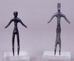 Two statuettes depicting worshippers