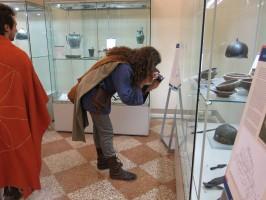 c'è chi fotografa in sala Gallica