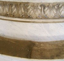 Effetto della semplice spolveratura di un monumento della Certosa