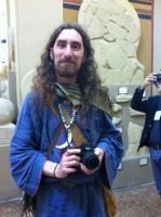 Celti che fotografano reperti etruschi...