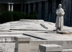 Cimitero della Certosa, Chiostro VI, Monumento ossario ai Caduti delle Grande Guerra, 1933, particolare
