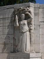 Cimitero della Certosa, Monumento ai martiri del fascismo, 1932, particolare dell'Allegoria della Forza