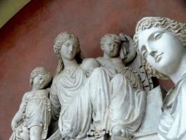 Cimitero della Certosa, Chiostro III, Monumento funerario a Maria Barbieri, 1818, particolare