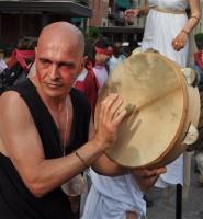 La parata: i personaggi - il suonatore di tamburello