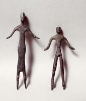 Due statuette raffiguranti dei devoti