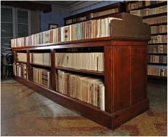 Mobile centrale per i periodici e i libri di grande formato
