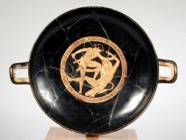 Attic red-figure kylix with Theseus