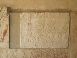 la copia del rilievo di Horemheb  in posizione