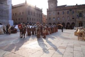 I legionari pronti all'esercitazione in Piazza Maggiore