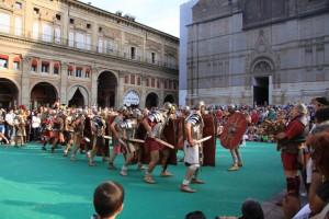 Si combatte in Piazza Maggiore