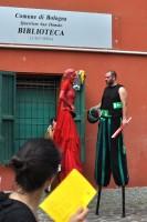 La parata: i personaggi - gli artisti sui trampoli