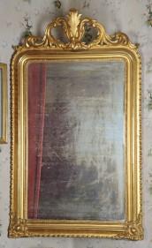 Nel salotto: la specchiera