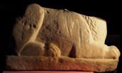 La scultura funeraria a forma di leone: il corpo