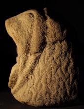 La scultura funeraria a forma di leone: la testa