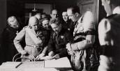 Il principe Umberto di Savoia visita nel 1935 Casa Carducci accompagnato da Albano Sorbelli