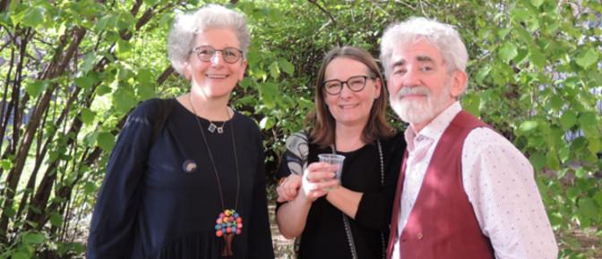 Giusi Quarenghi e Bruno Tognolini con Nicoletta Gramantieri nel giardino di Casa Carducci