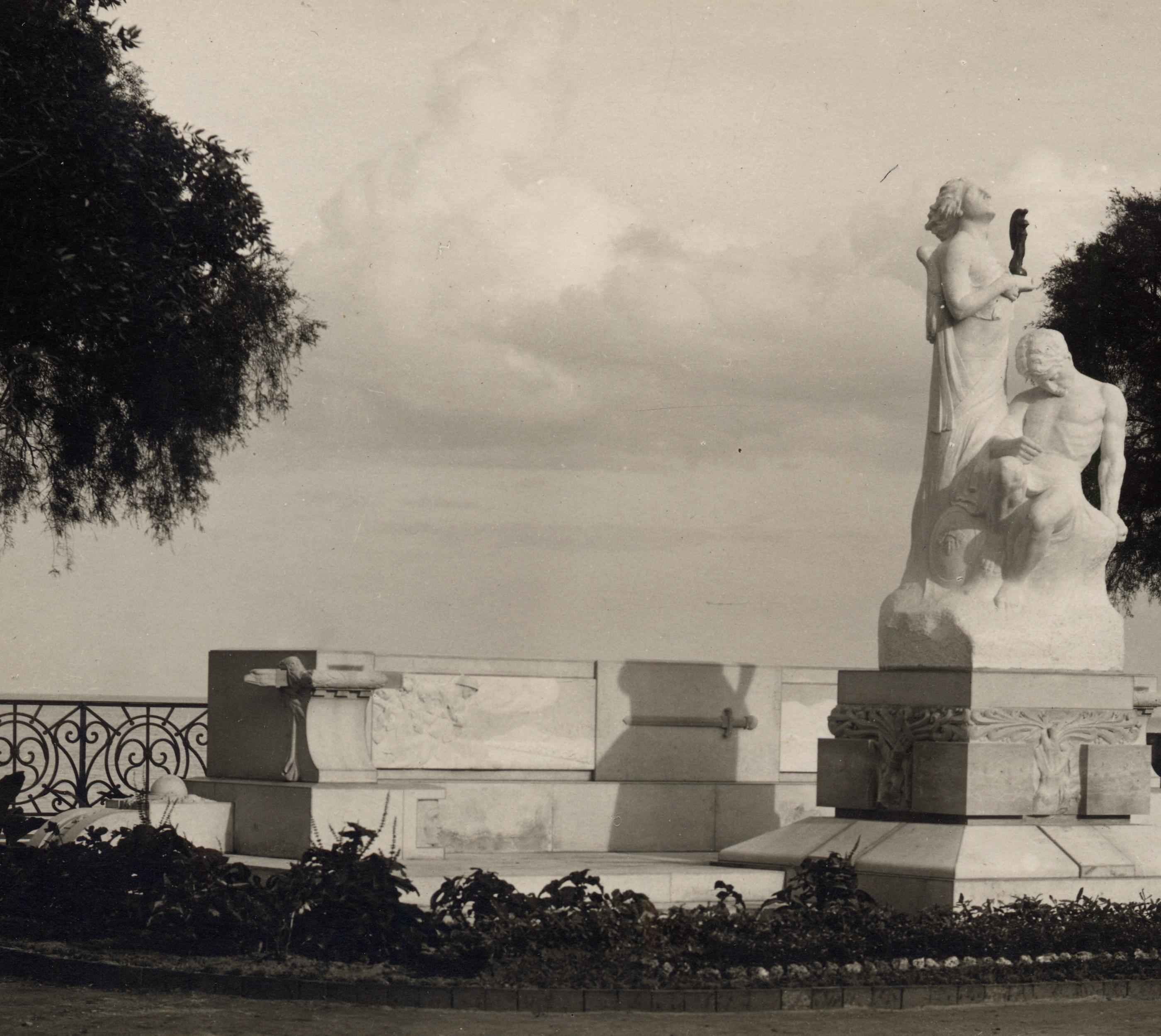 Monumento ai caduti, Trani (Bari), 1922 ca