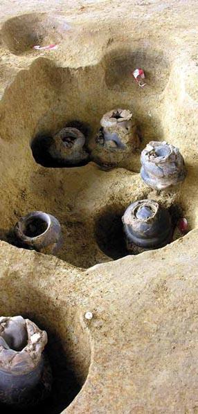fra le trincee di ben diretti escavi