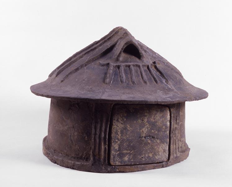 Urna a capanna dalla Collezione Etrusco italica del Museo